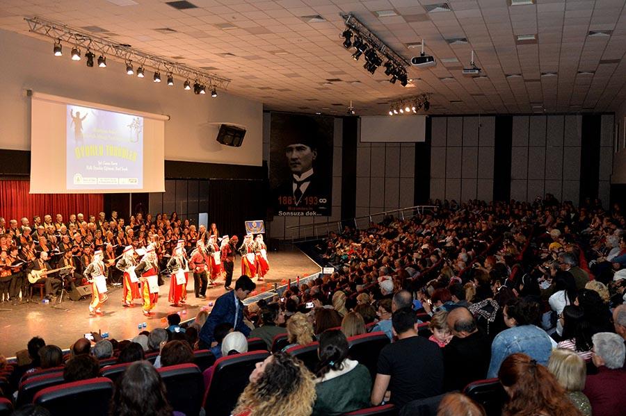'Oyunlu Türküler' ayakta alkışlandı...