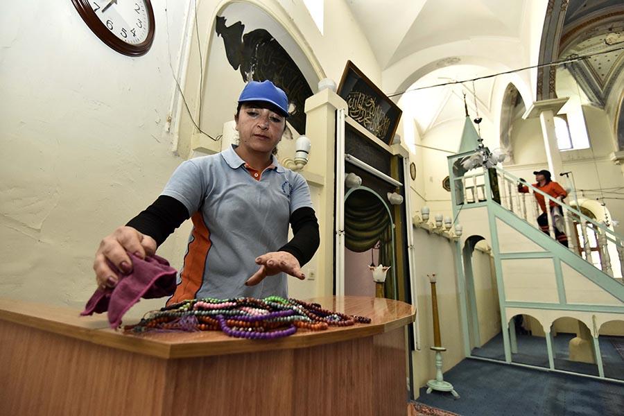 Muratpaşa'dan camilere temizlik...