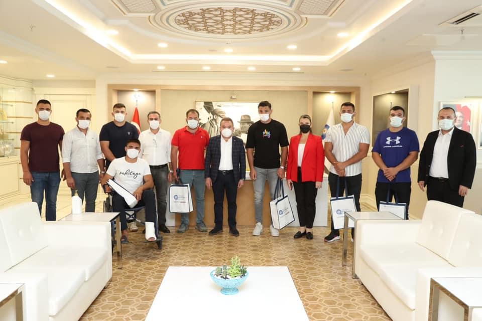 Kırkpınar'ın şampiyon takımı Başkan Böcek'i ziyaret etti...