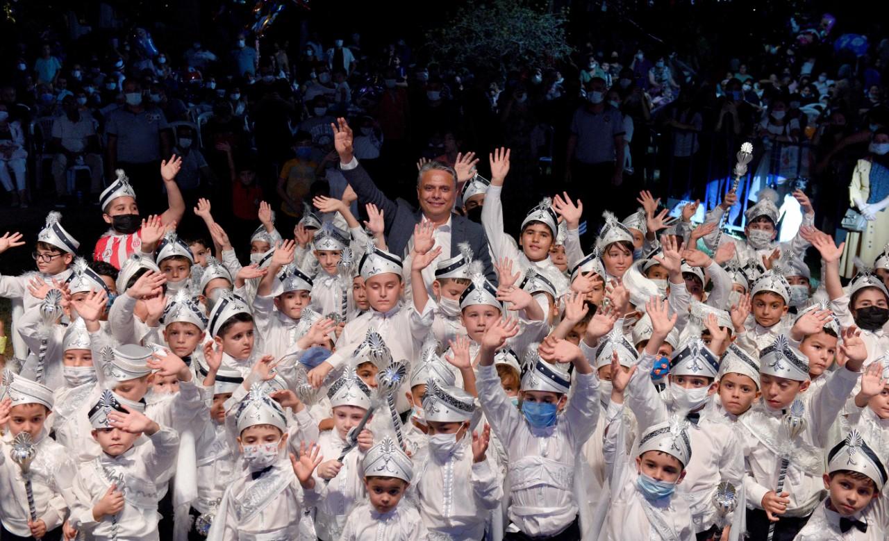 """Başkan Uysal, """"Çocuklarımızın bahtı, Antalya'mız gibi olsun""""..."""