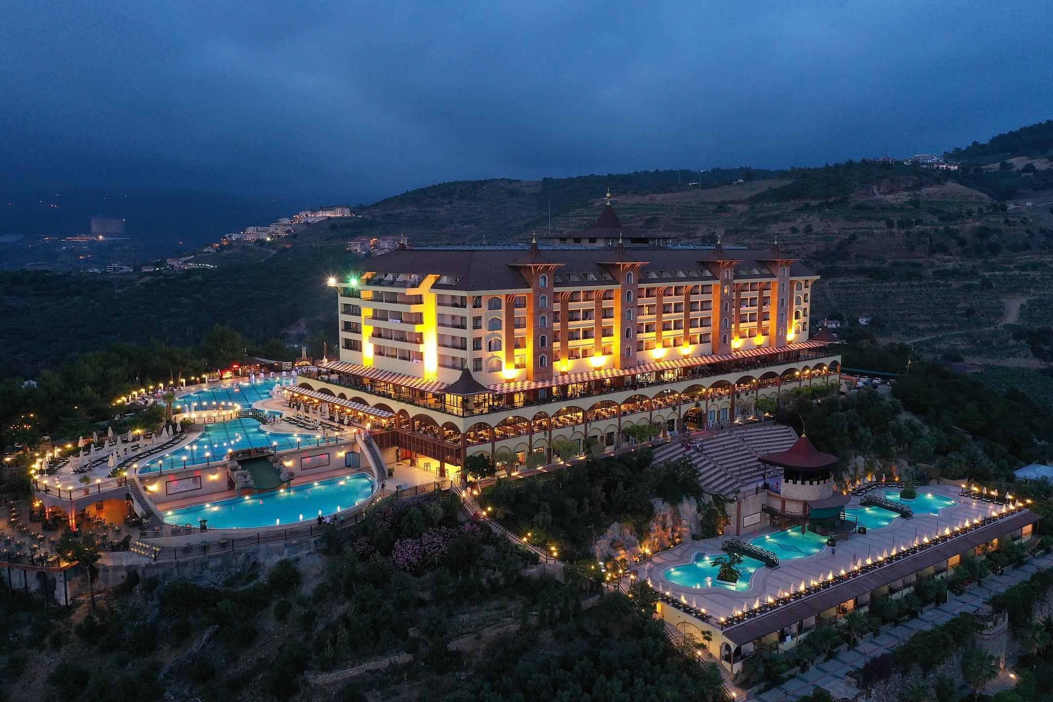 Alanya'nın ünlü oteli Utopia World resmen satıldı...