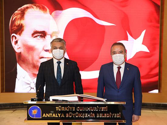 VALİ YAZICI'DAN BAŞKAN BÖCEK'E İADEYİ ZİYARET...