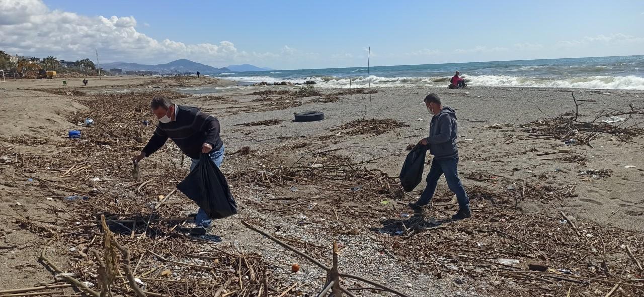 Alanya sahilleri temizleniyor...