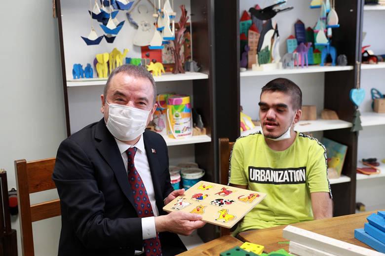 Büyükşehir'in engelli hizmetleri ödülle taçlandı...