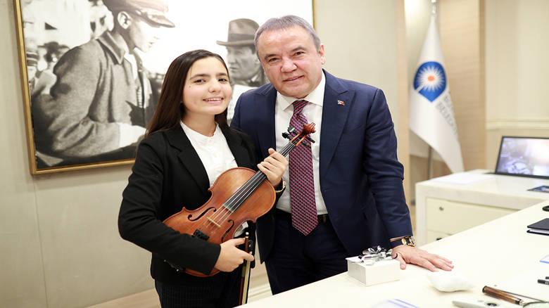 Keman Yıldızı Elif Eroğlu Polonya'da birincilik kazandı...