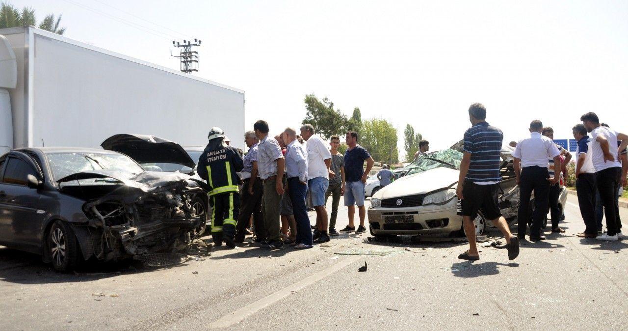 Alanya Manavgat yolunda zincirleme kaza: 1 ölü, 4 yaralı...