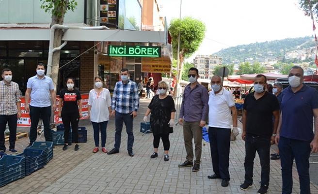 Alanya MHP'den vatandaşa bayram hediyesi...
