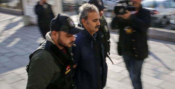 Kozmik Oda savcısı Bilgili'ye FETÖ'den 17 yıl 1 ay hapis...