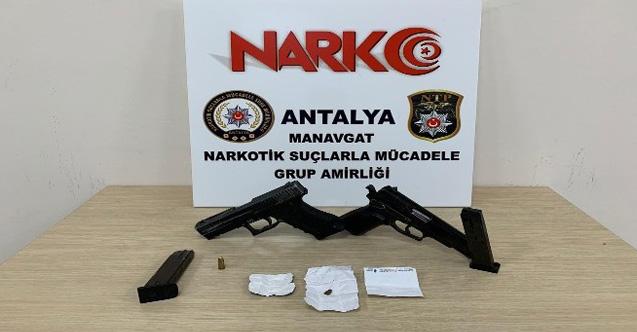 Şüpheli araçta silah ve uyuşturucu ele geçirildi...