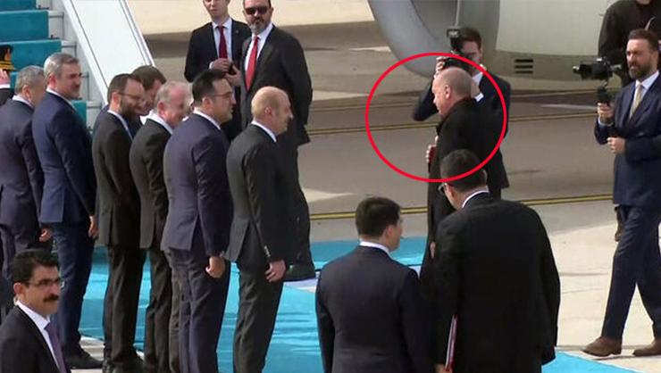 Erdoğan'dan dikkat çeken Coronavirüs önlemi: Heyetle tokalaşmadı...