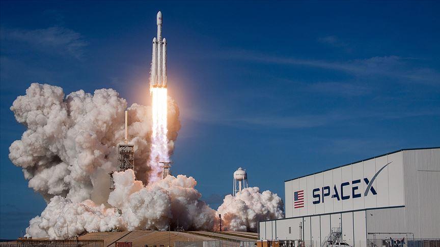 SpaceX'in ilk insanlı uzay mekiği denemesi başarıyla gerçekleşti...
