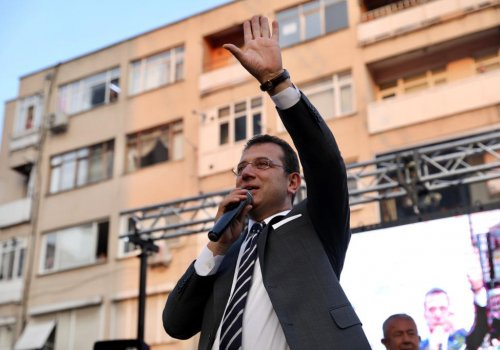 """BAŞKAN İMAMOĞLU'NDAN İZMİT'TE DEPREM MESAJI: """"HER TECRÜBEMİZİ BU ŞEHİRLE PAYLAŞACAĞIZ""""..."""