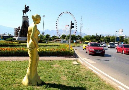 Antalya Altın Portakal Film Festivali için 58 Venüs heykeli yerini aldı...
