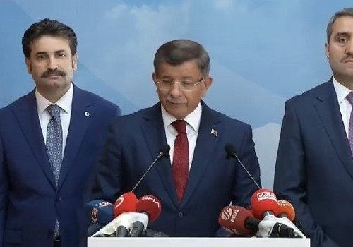 DAVUTOĞLU AK PARTİDEN İSTİFA ETTİ...