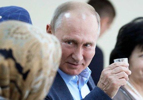 Küstah kutlama; Putin, Dağıstan'daki katliamlar için votka içti...