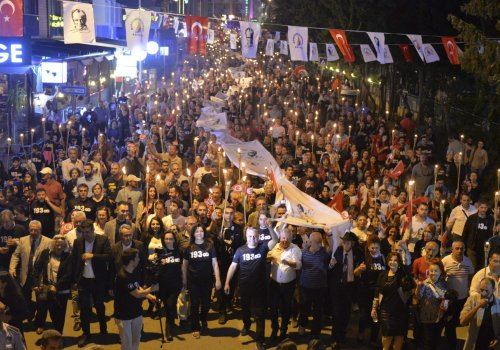 """Binler """"Ata'ya Saygı Yürüyüşünde"""" buluştu..."""
