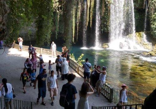 Düden Şelalesi bayramda 100 bin ziyaretçiyi ağırladı...