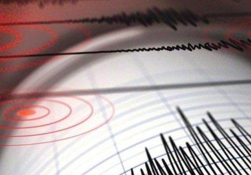 Endonezya'da 7 büyüklüğünde deprem...