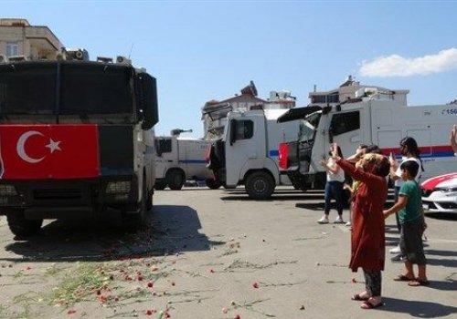 Manavgat yangınında görev yapan TOMA'lar çiçekler ve alkışlar eşliğinde uğurlandı...
