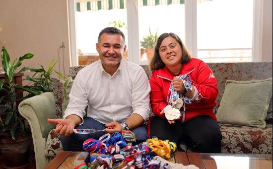Başkan Yücel, Alanya'nın gururu Şampiyon Dilara'yı evinde ziyaret etti...