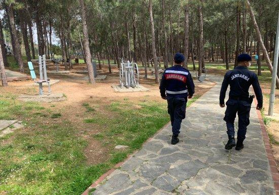 В Аланье жандармерия продолжает свои надзорные мероприятия во время полного закрытия ...