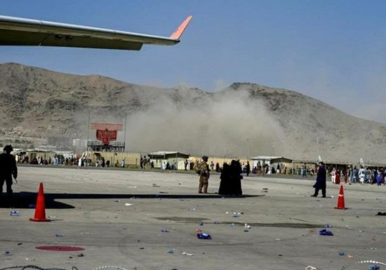 WSJ: неменее четырех военных США погибли врезультате взрыва вКабуле..